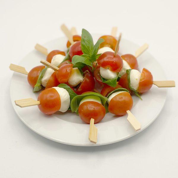 Spieß mit Tomaten, Mozzarella & Basilikum mit Crema di Balsamico